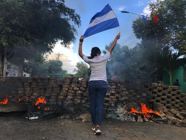 2018_Nicaraguan_protests_-_woman_and_flag.jpg