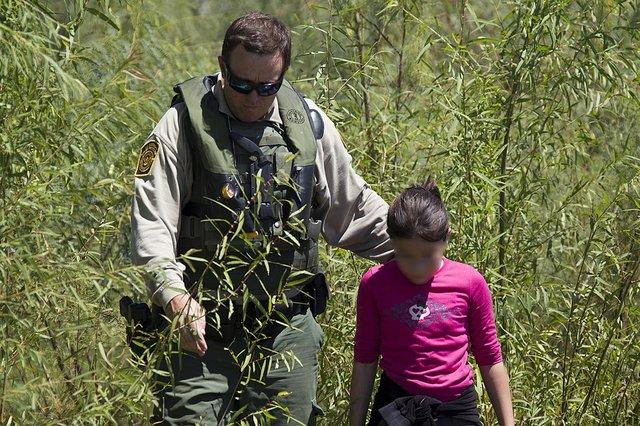 1024px-Border_Patrol_Riverine_Unit_Rescues_Child_Stranded_on_Rio_Grande_River_Bank_(11999380734).jpg