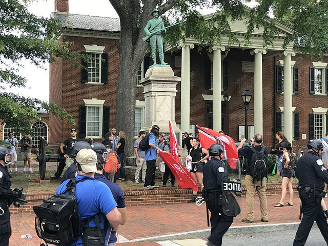 800px-Charlottesville__Unite_the_Right__Rally_(35780297464).jpg
