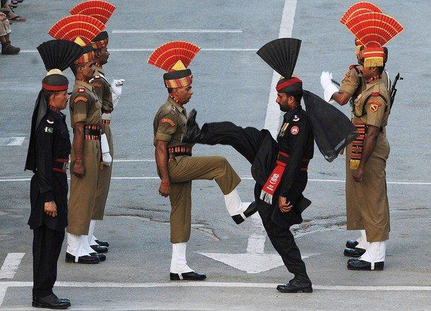 TOPSHOTS-PAKISTAN-INDIA-UNREST-TALIBAN