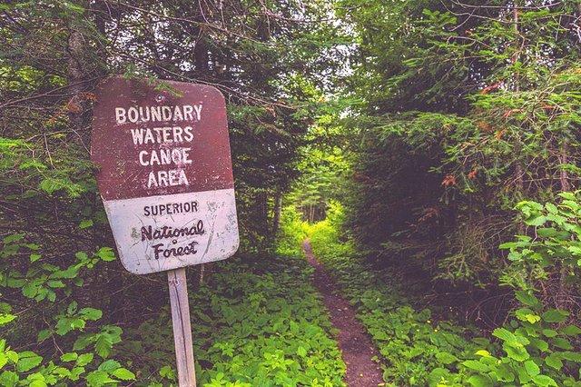 800px-Boundary_Waters_Canoe_Area_-_BWCA_Sign_and_Portage_Trail_-_Minnesota_(36073219166).jpg