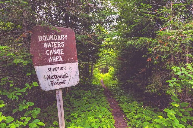 800px-Boundary_Waters_Canoe_Area_-_BWCA_Sign_and_Portage_Trail_-_Minnesota_(36073219166).jpg