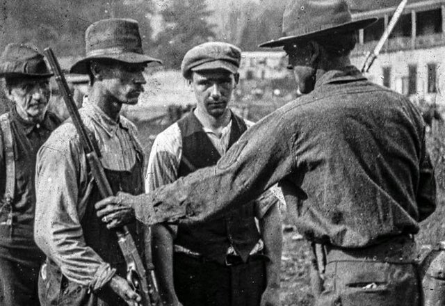 blair 1921 miners turning in guns 4041blair 1921 miners turning in guns 4 lr.jpg