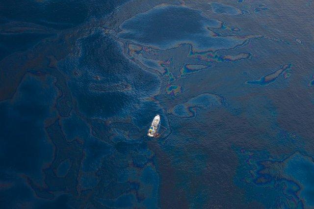 Deepwater_Horizon_Oil_Spill_-_Gulf_of_Mexico.jpg