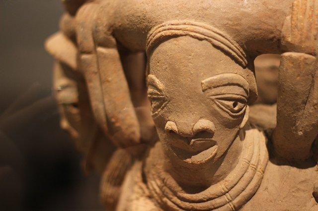 Sculpture_de_la_culture_Nok_(VIe_av_JC_-_VIe_ap_JC,_Musée_du_Louvre)_-_détail_(2).JPG