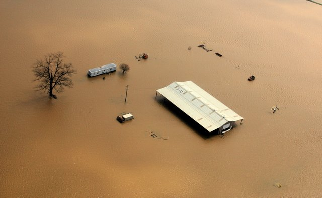 FEMA_-_34645_-_Aerial_of_farm_buildings_isolated_by_flood_waters_in_Northeastern_Arkansas.jpg