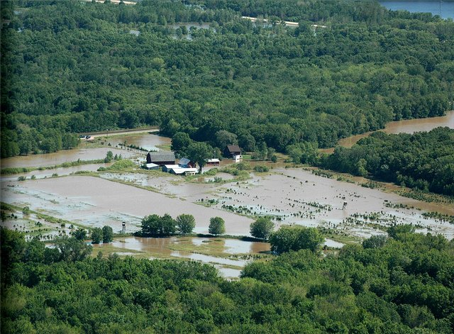 1024px-FEMA_-_35725_-_Aerial_of_flooded_fields_in_Wisconsin.jpg