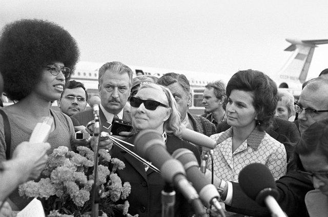 1024px-RIAN_archive_36716_Valentina_Tereshkova_meeting_with_Angela_Davis.jpg
