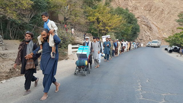 00-Zindani-leading-the-walk-to-the-Northern-regions-of-Afghanistan.jpg