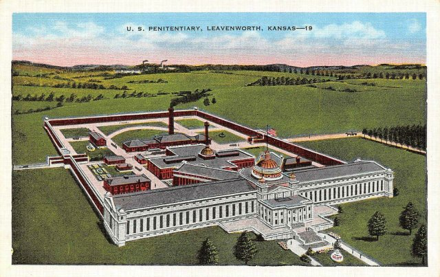 LEAVENWORTH-KS-Kansas-US-PENITENTIARY-Prison-Birds-Eye-c1940s.jpg