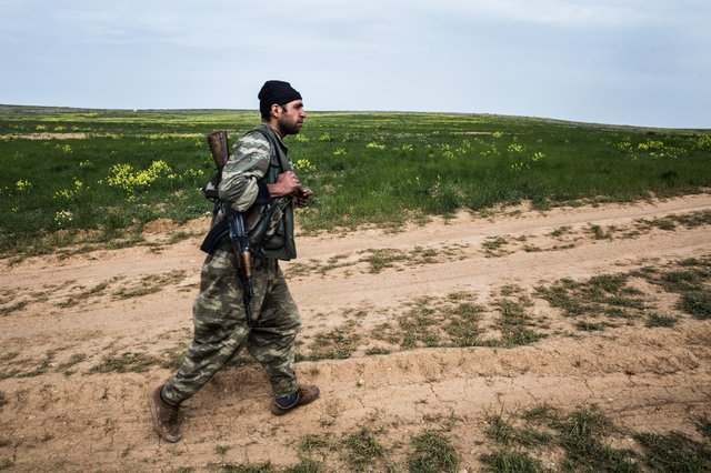 YPG Fighter frontline against ISIS Sinoun 2016