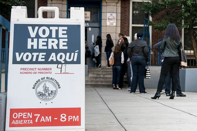 Election_Day-_Vote_Here,_Vote_Aqui_(30229936394).jpg