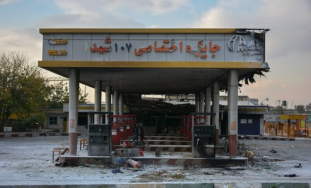 Looted gas station.jpg