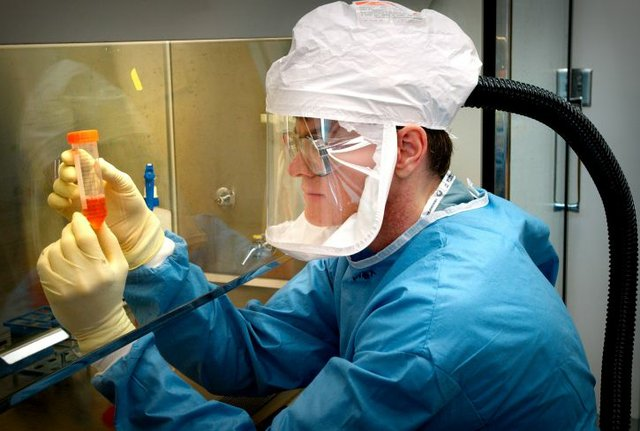 staff-microbiologists-using-an-electronic-pipetter-to-extract-reconstructed-1918-pandemic-influenza-virus-725x489.jpg