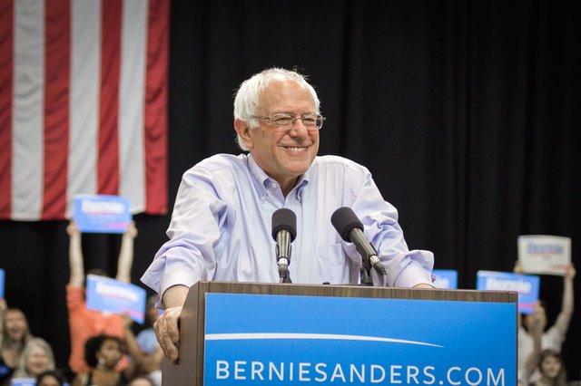 Bernie_Sanders_20033841412_24d8796e44_c0.jpg