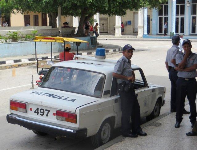 Cuba_police_car_01.JPG