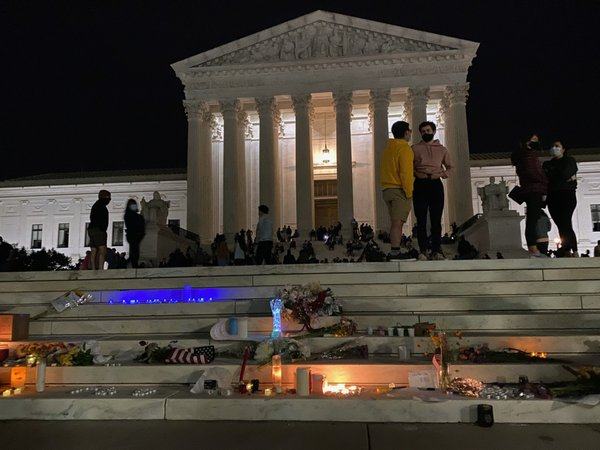 Candlelit_makeshift_memorial_on_the_steps_of_the_US_Supreme_Court_following_the_death_of_Ruth_Bader_Ginsburg_(2020-09-18).jpg
