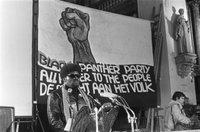 1280px-Albert_Howard_hield_lezing_over_Black_Panther_beweging_in_USA_in_Mozes_en_Aaro,_Bestanddeelnr_923-1651.jpg
