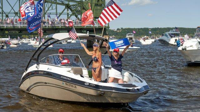 Trump fan boat