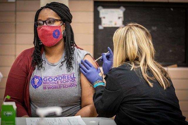 Teacher vaccines Des Moine