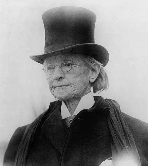 Dr_Mary_Edwards_Walker_man's_top_coat_and_hat_c_1911.jpg