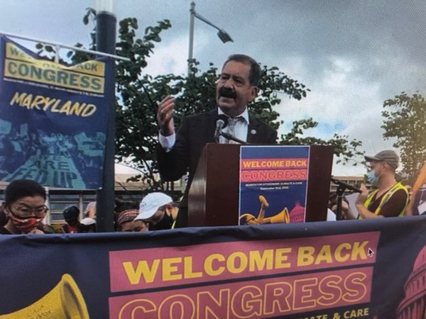 Jesús G. Chuy García speaks at Immigrant Justice Week of Action rally in Washington, D.C. on September 21.jpg