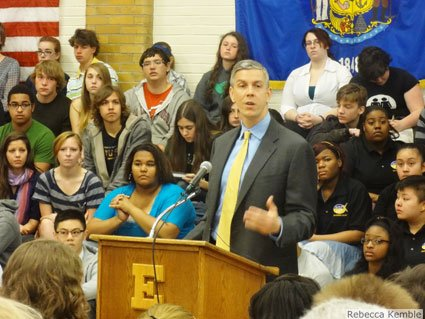 This week U.S. Secretary of Education Arne Duncan is on a three-day tour of the Midwest promoting college accessibility programs.