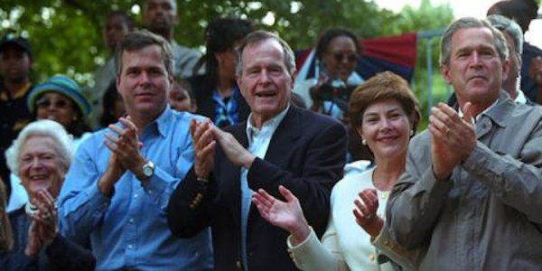 Jeb_Bush_with_Bush_Family_2014_600x300px.png