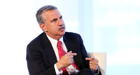 Thomas Friedman two fingers.png