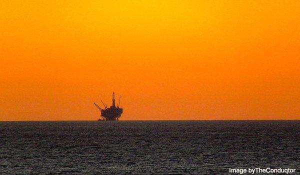 Off_Shore_Drilling_Rig_Santa_Barbara_CA_2011-600x350px.jpg.jpe