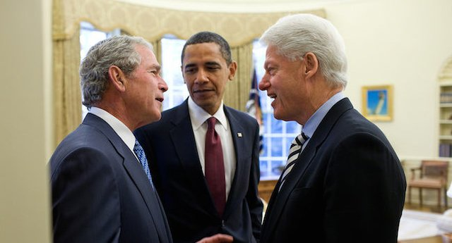 650px_Obama,_Bush,_and_Clinton_discuss_the_2010_Haiti_earthquake.jpg.jpe
