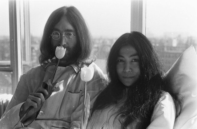 Bed-In_for_Peace,_Amsterdam_1969_-_John_Lennon_&_Yoko_Ono_16.jpg.jpe
