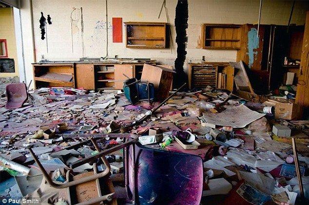 brokenschools.jpg.jpe