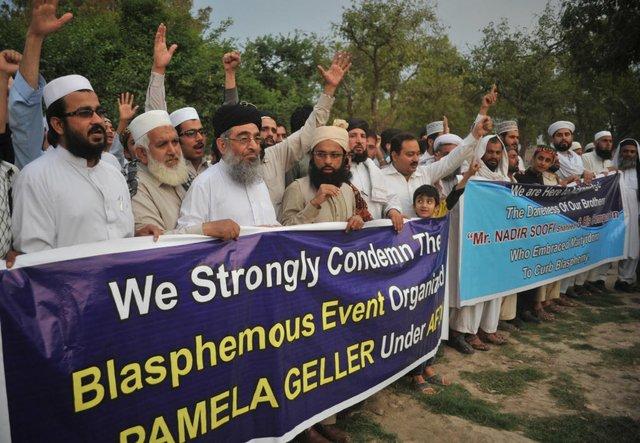 Pakistan-protest-Garland.jpg.jpe