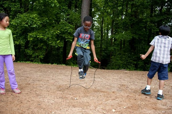 child-playing-with-a-jump-rope-725x482_0.jpg.jpe