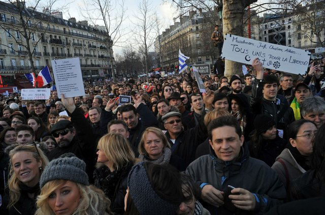 Marche_hommage_Charlie_hebdo_et_aux_victimes_des_attentats_de_janvier_2015_(31).jpg.jpe