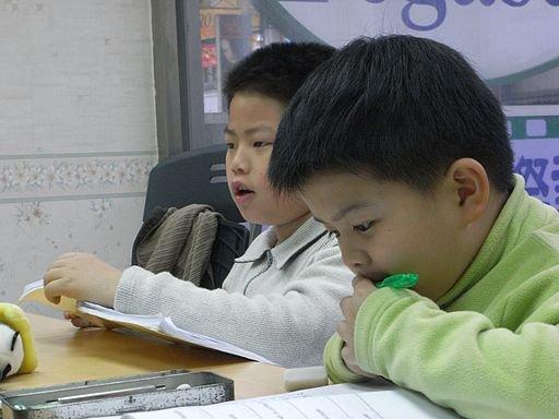 Taiwanese_students_studying_English.jpg.jpe