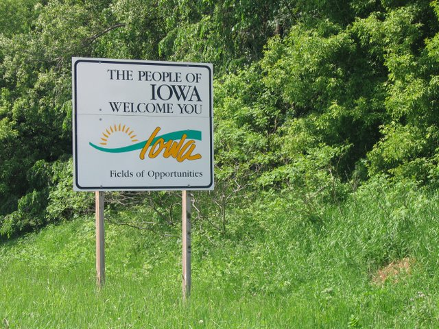 Iowa_welcome_sign_2008.jpg.jpe