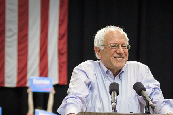 1200px-Bernie_Sanders_(20033841412_24d8796e44_c0).jpg.jpe