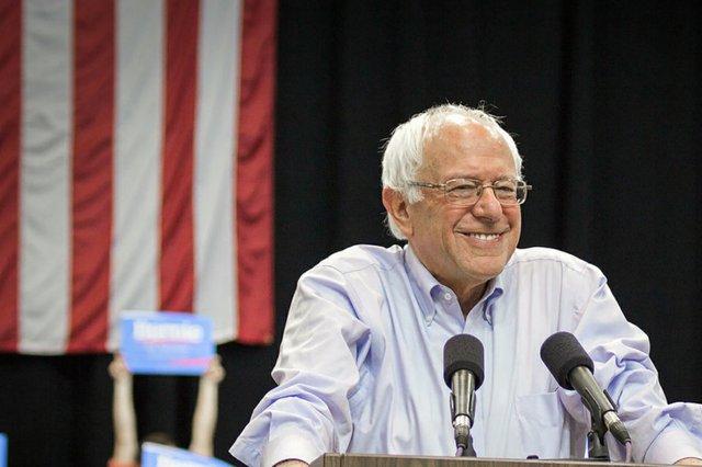 1200px-Bernie_Sanders_(20033841412_24d8796e44_c0) (1).jpg.jpe