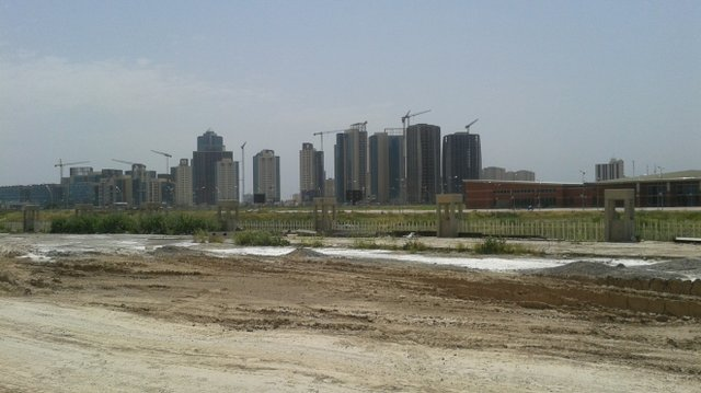 Empty buildings and cranes, Erbil.jpg.jpe