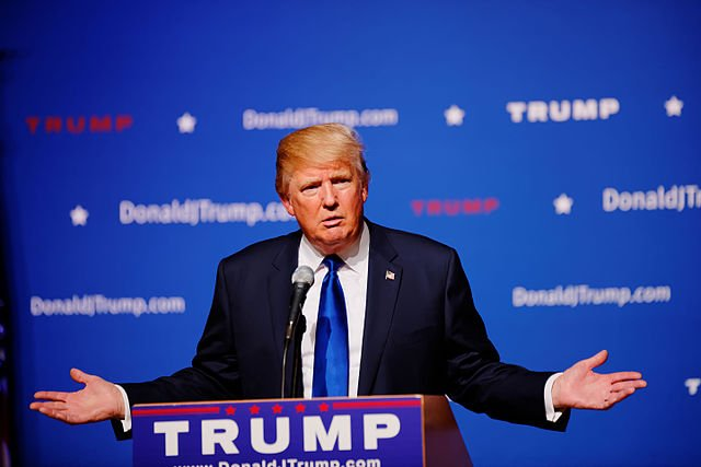 640px-Mr_Donald_Trump_New_Hampshire_Town_Hall_on_August_19th,_2015_at_Pinkerton_Academy,_Derry,_NH_by_Michael_Vadon_07.jpg.jpe