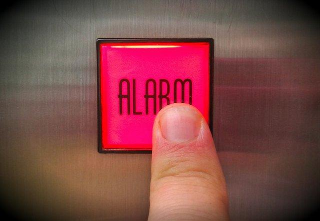 1024px-Ringing_the_elevator_alarm.jpg.jpe