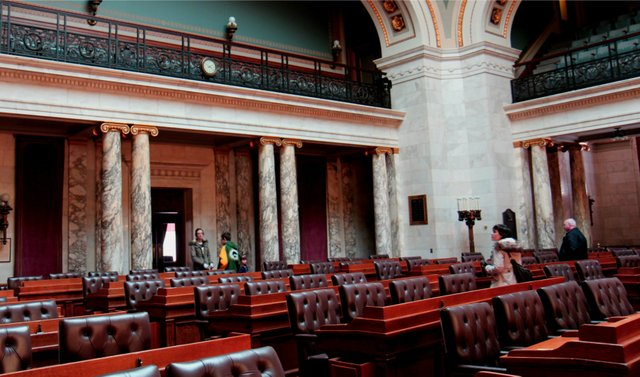 Wisconsin_State_Assembly_Chairs copy.jpg.jpe