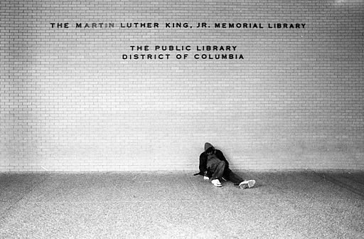 Man_sitting_at_MLK_Jr._Memorial_Library.jpg.jpe