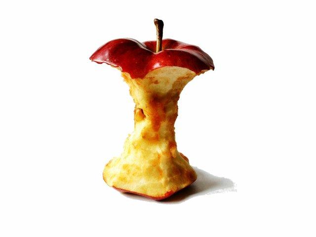 rotten apple .jpg.jpe