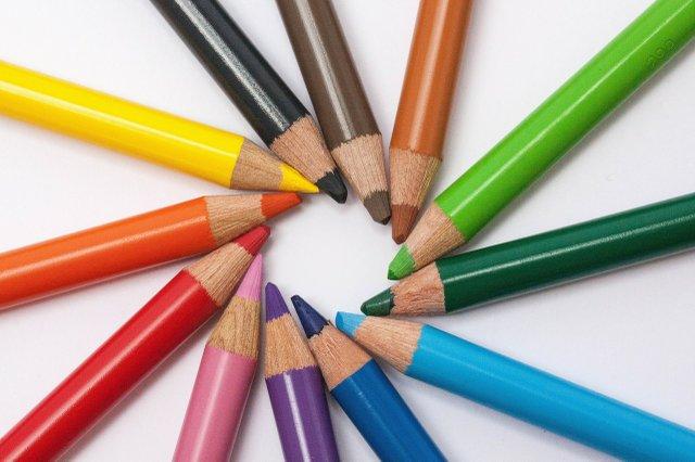 creative-desk-pens-school.jpg.jpe