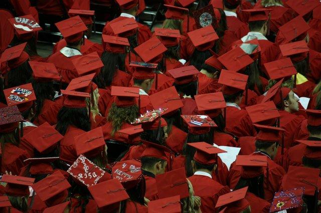 graduates-351603_1280.jpg.jpe