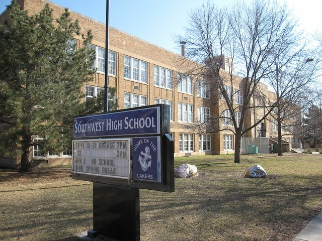 1200px-Southwest_High_School,_Minneapolis,_April_2009.jpg.jpe