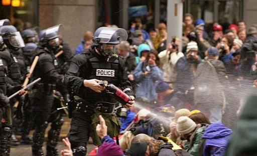 512px-WTO_protests_in_Seattle_November_30_1999.jpg